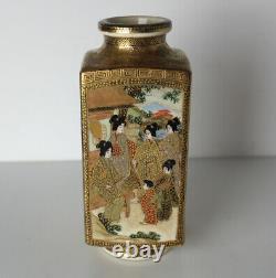 Japanese Meiji era (1868-1912) Satsuma Vase, stunning hand painted scenes
